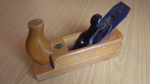 Wooden smoothing plane.JPG