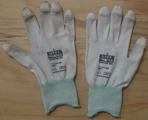Gloves Single.jpg